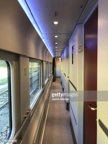 train corridor inside - wohngebäude innenansicht stock-fotos und bilder