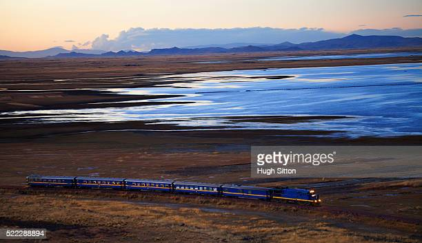 train from cusco to puno travelling alongside lake titicaca (evening). peru. - hugh sitton stock pictures, royalty-free photos & images