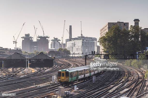 a train going to victoria station in london. - greater london stock pictures, royalty-free photos & images