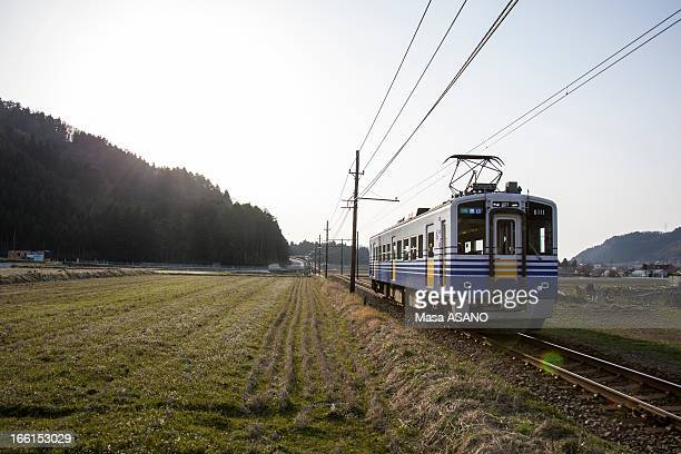 a train in early spring fields - 福井県 ストックフォトと画像