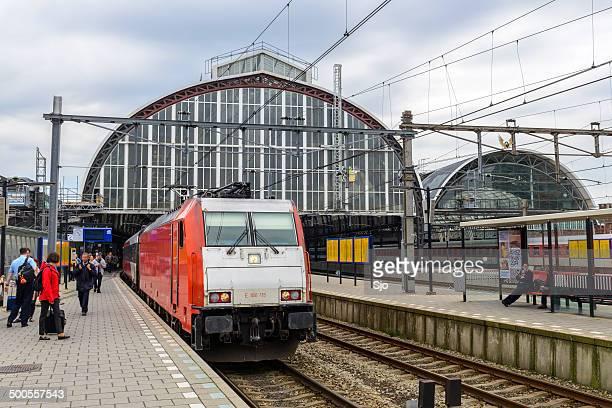 """tren en la estación de - """"sjoerd van der wal"""" or """"sjo"""" fotografías e imágenes de stock"""