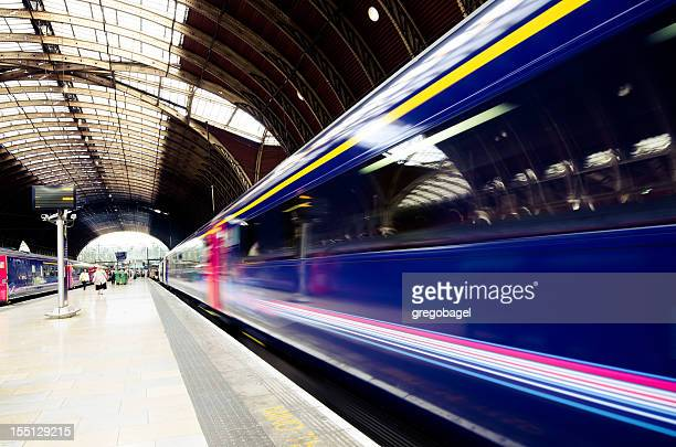 train leaving paddington station in london, england - railroad station stock pictures, royalty-free photos & images