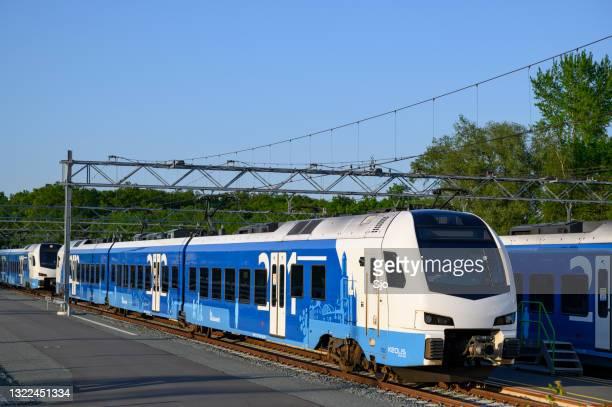 """trein van keolis op het treinemplacement in zwolle in het voorjaar - """"sjoerd van der wal"""" or """"sjo""""nature stockfoto's en -beelden"""