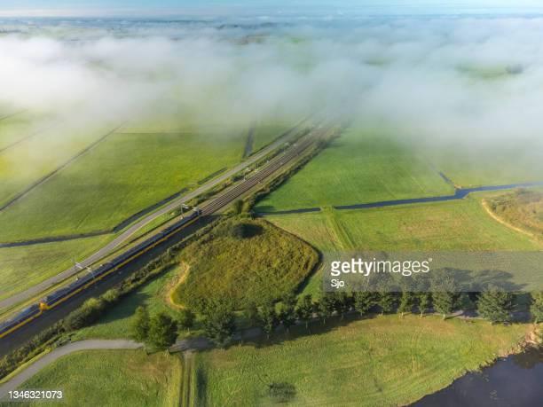 "train of the dutch railways ns driving through the countryside seen from above - ""sjoerd van der wal"" or ""sjo"" stockfoto's en -beelden"