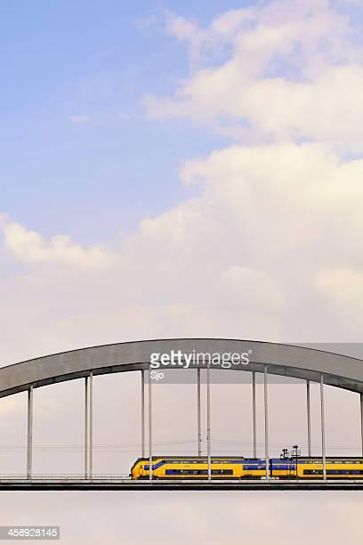 """trem em uma ponte - """"sjoerd van der wal"""" or """"sjo"""" imagens e fotografias de stock"""