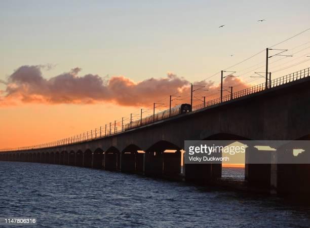 train on the great belt bridge, denmark - オーデンセ ストックフォトと画像