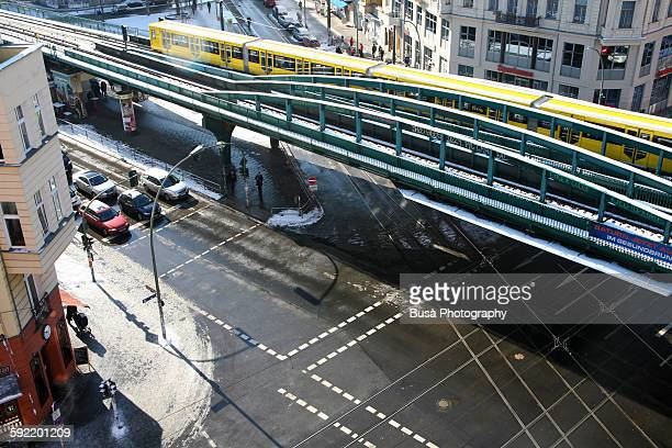 a train on the u-bahn elevated railway, berlin - u bahn stock pictures, royalty-free photos & images