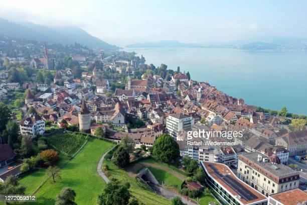 zug panorama - kleinstadt stock-fotos und bilder