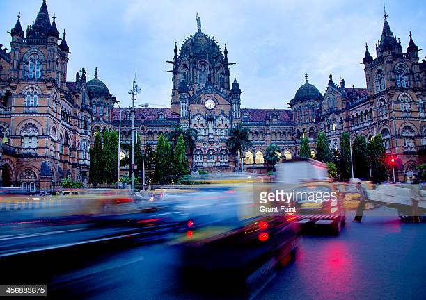train station action. - mumbai stock pictures, royalty-free photos & images