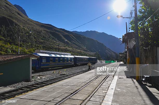 "train station in ollantaytambo, peru - ""markus daniel"" stockfoto's en -beelden"