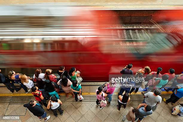 train station in sao paulo, brazil - bahnsteig stock-fotos und bilder