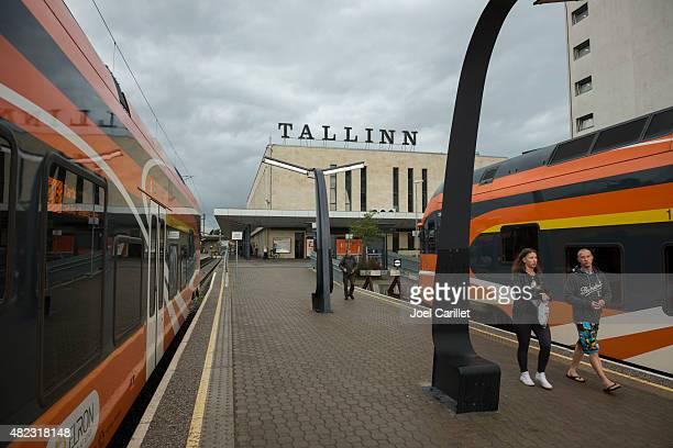 estación de tren de tallinn, estonia - estonia fotografías e imágenes de stock