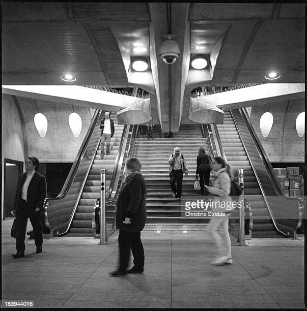 Train station, zurich, stadelhofen, people, traffic, modern architecture, analog photography, black & white, filmphotography, zenza bronica, ilford...