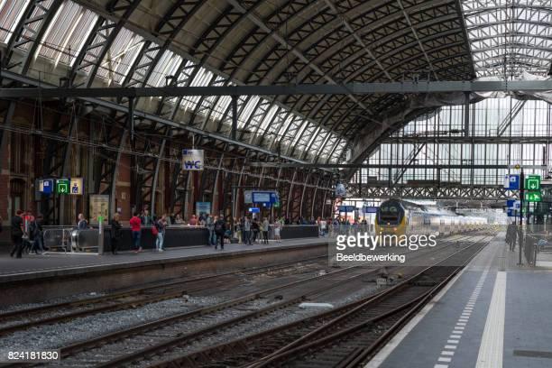 Trein naar Den Haag invoeren van station Amsterdam