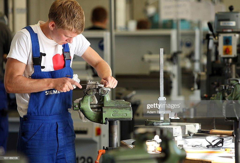 Siemens Trainees Begin Vocational Training : Photo d'actualité