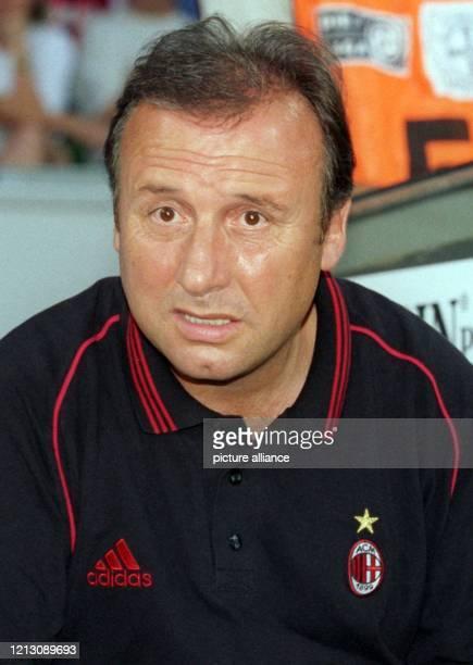 Trainer Alberto Zaccheroni aufgenommen am 6.8.1999 in der Leverkusener BayArena beim Fußball-Freundschaftsspiel seines Teams AC Mailand gegen den...