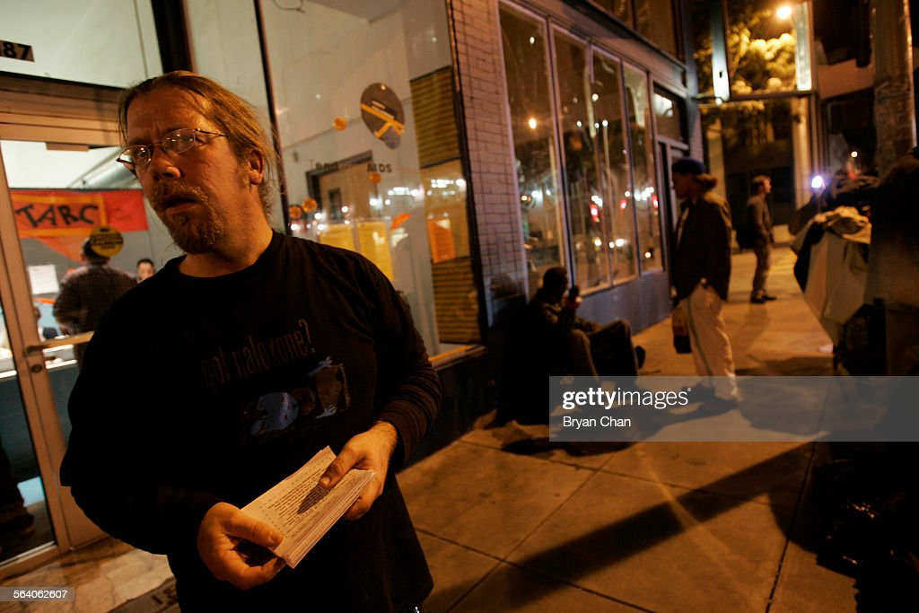 DOPE trainer Bob Thawley hands out information on needle echanges outside the Tenderloin AIDS Resou : News Photo