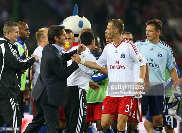 Trainer Bruno Labbadia und David Rozehnal von Hamburg jubeln nach dem Bundesligaspiel zwischen Hamburger SV und VfB Stuttgart in der HSH Nordbank...