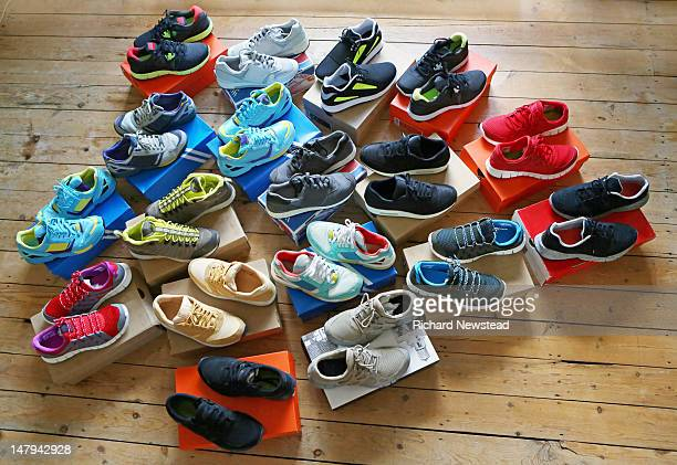 trainer collection - collection photos et images de collection