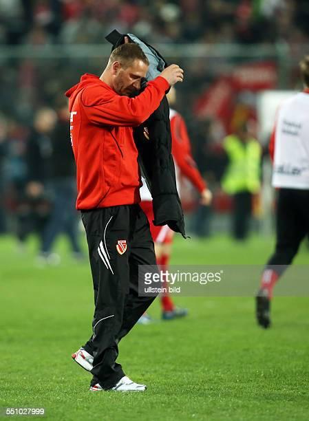 Trainer Joerg Jörg Boehme Böhme enttaeuscht enttäuscht Einzelbild Aktion FC Energie Cottbus Dynamo Dresden zweite Bundesliga Sport Fußball Fussball...