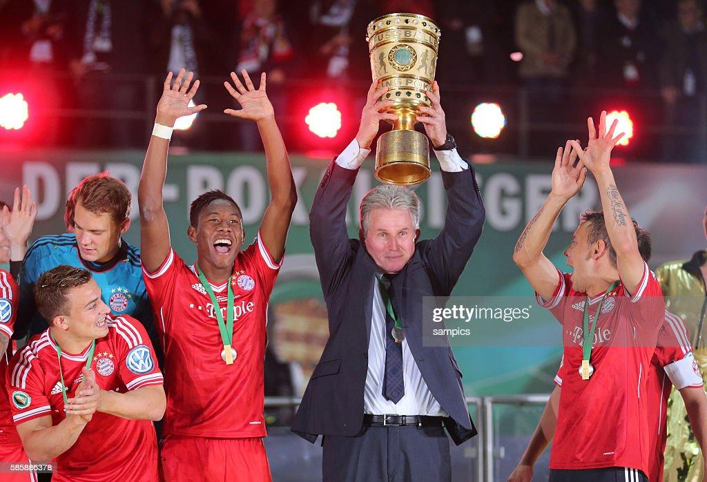 Soccer - German DFB Cup Final - Bayern Munich vs. Stuttgart : News Photo