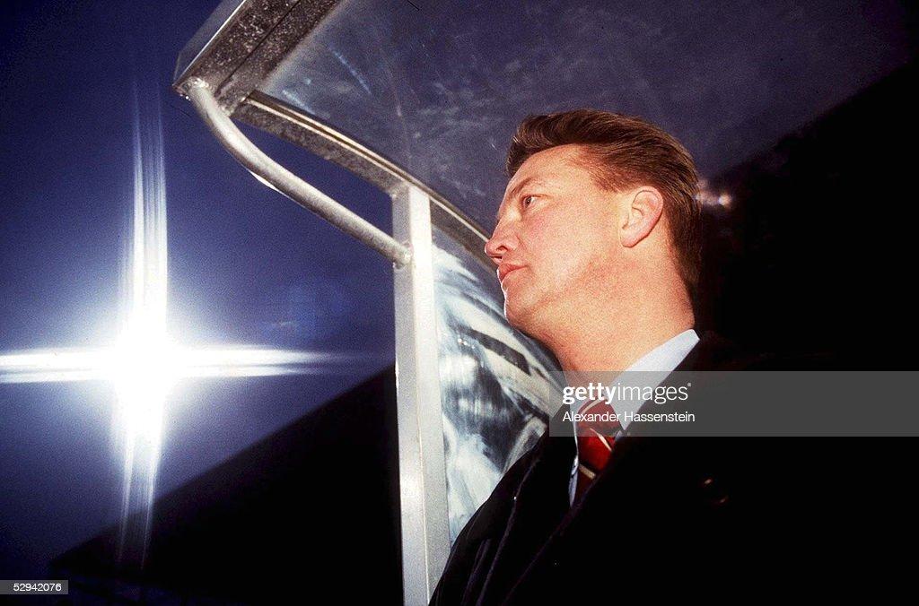 FUSSBALL: AJAX AMSTERDAM 28.02.96;Trainer Louis VAN GAAL : News Photo