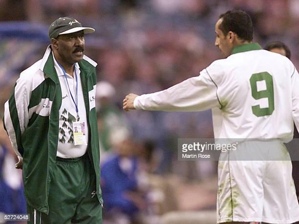 CUP 2002 in Riyadh SAUDI ARABIEN KUWEIT 11 Trainer Nasser Abdul AZIZ mit Sami AL JABER/Saudi Arabien