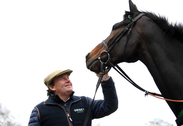 GBR: Nicky Henderson's Stable Visit