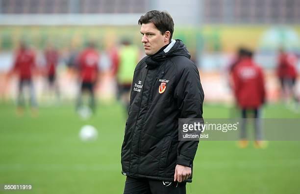Trainer Stephan Schmidt Einzelbild Aktion FC Energie Cottbus zweite Bundesliga Sport Fußball Fussball Stadion der Freundschaft Cottbus Herren DFL...