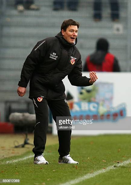 Trainer Stephan Schmidt Einzelbild Aktion Gestik FC Energie Cottbus zweite Bundesliga Sport Fußball Fussball Stadion der Freundschaft Cottbus Herren...