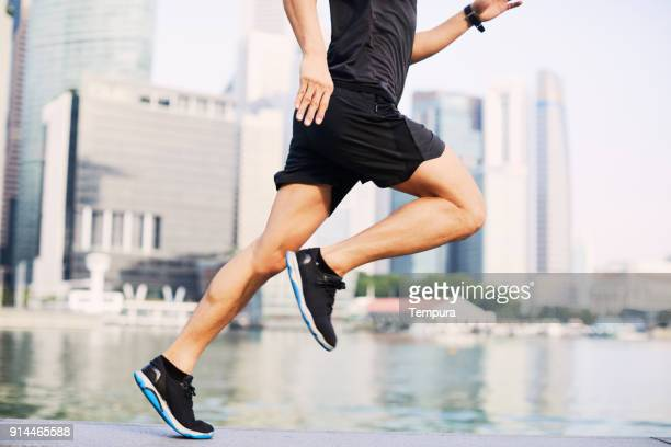 トレーニングとシンガポールのマリーナ湾のウォーター フロント、アジアでの実行 - マリーナ湾 ストックフォトと画像