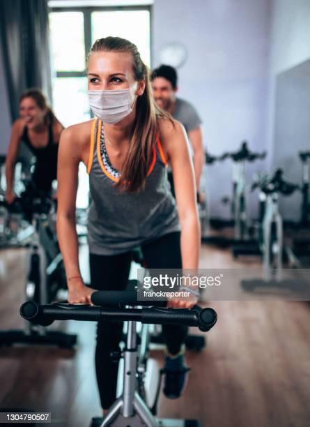 training class of exercising - health club stock pictures, royalty-free photos & images