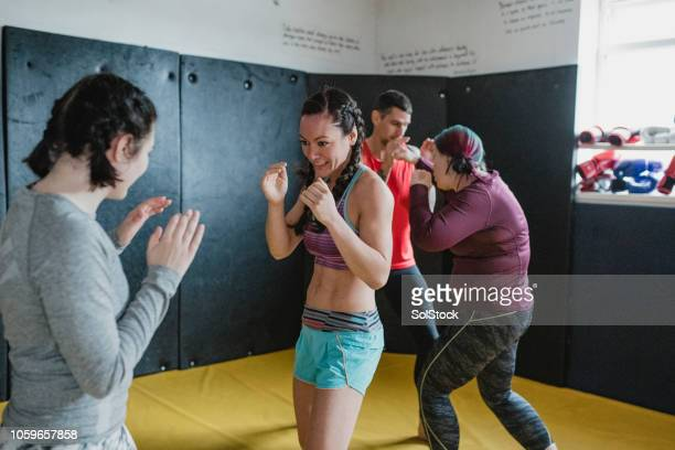 mma training class - mixed martial arts stock pictures, royalty-free photos & images