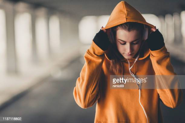 training in bad weather conditions - hooded shirt stock pictures, royalty-free photos & images