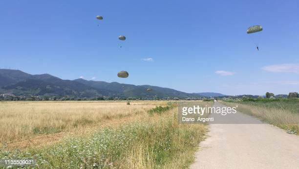 training - paratrooper stock pictures, royalty-free photos & images
