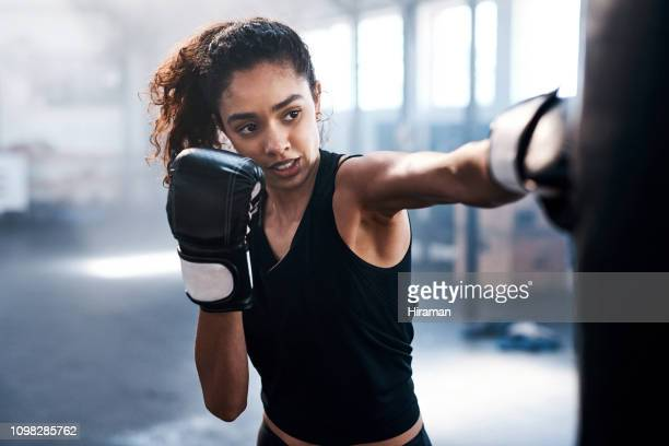 treinando para ser uma besta - esporte de combate - fotografias e filmes do acervo