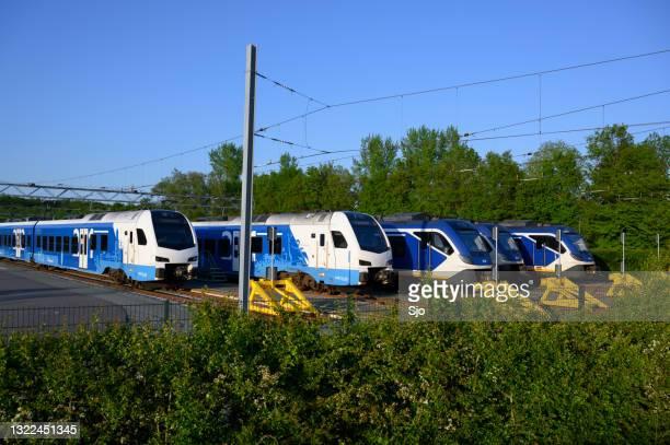 """treinen van keolis en de nederlandse spoorwegen op het emplacement in zwolle in het voorjaar - """"sjoerd van der wal"""" or """"sjo""""nature stockfoto's en -beelden"""