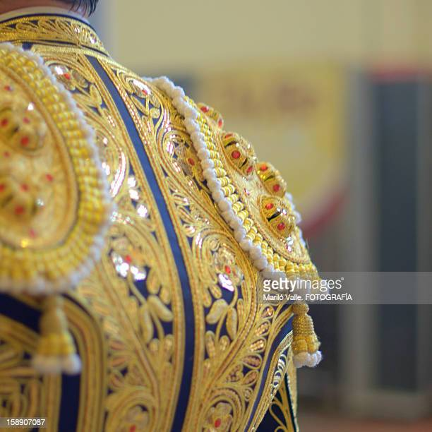 traje de luces....amarillo oro - bullfight stock pictures, royalty-free photos & images