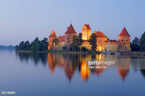 trakai island castle in galve lake - lithuania stock pictures, royalty-free photos & images