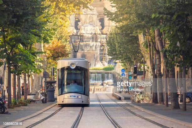 le tram dans le centre de marseille - marseille photos et images de collection