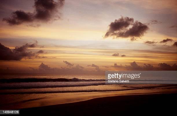 tramonto sull'oceano indiano - asiático e indiano fotografías e imágenes de stock