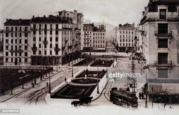 Tramway dans l'avenue JulesFerry à Lyon France
