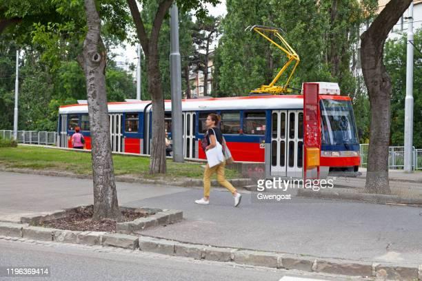 tram in bratislava - gwengoat stockfoto's en -beelden