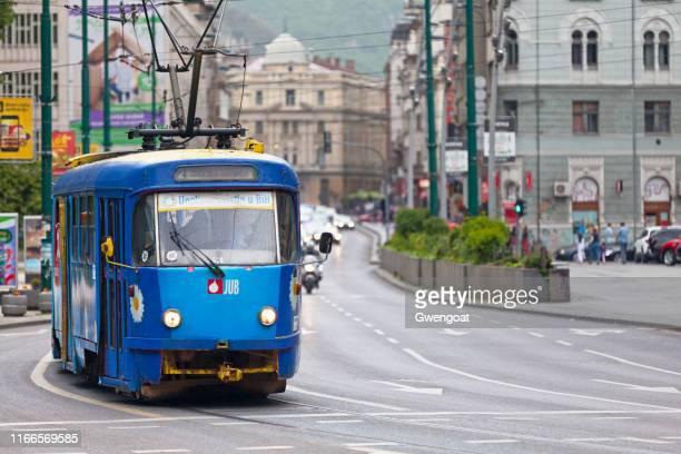 tramway em sarajevo - bósnia herzegovina - fotografias e filmes do acervo