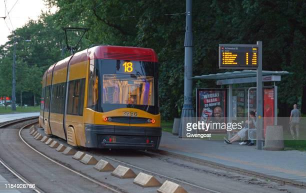 tram in warschau - gwengoat stockfoto's en -beelden