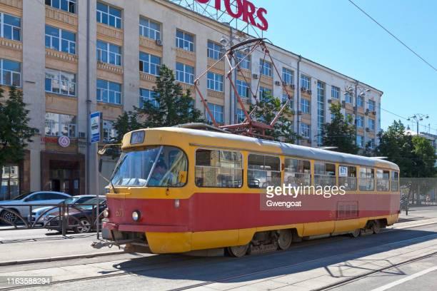 tranvía en ekaterimburgo - gwengoat fotografías e imágenes de stock
