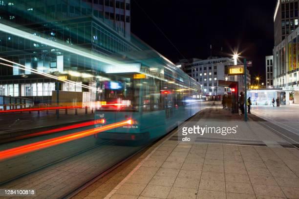 tramway station willy-brandt-platz frankfurt, germany - öffentliches verkehrsmittel stock-fotos und bilder