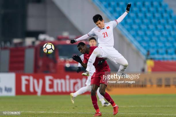 Tran Dinh Trong of Vietnam fights for the ball with Almoez Ali of Qatar during the AFC U23 Championship China 2018 Semi Finals match between Qatar...