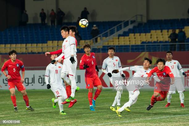 Tran D¨¬nh Trong of Vietnam jumps to head the ball during the AFC U23 Championship Group D match between South Kore and Vietnam at Kunshan Sports...
