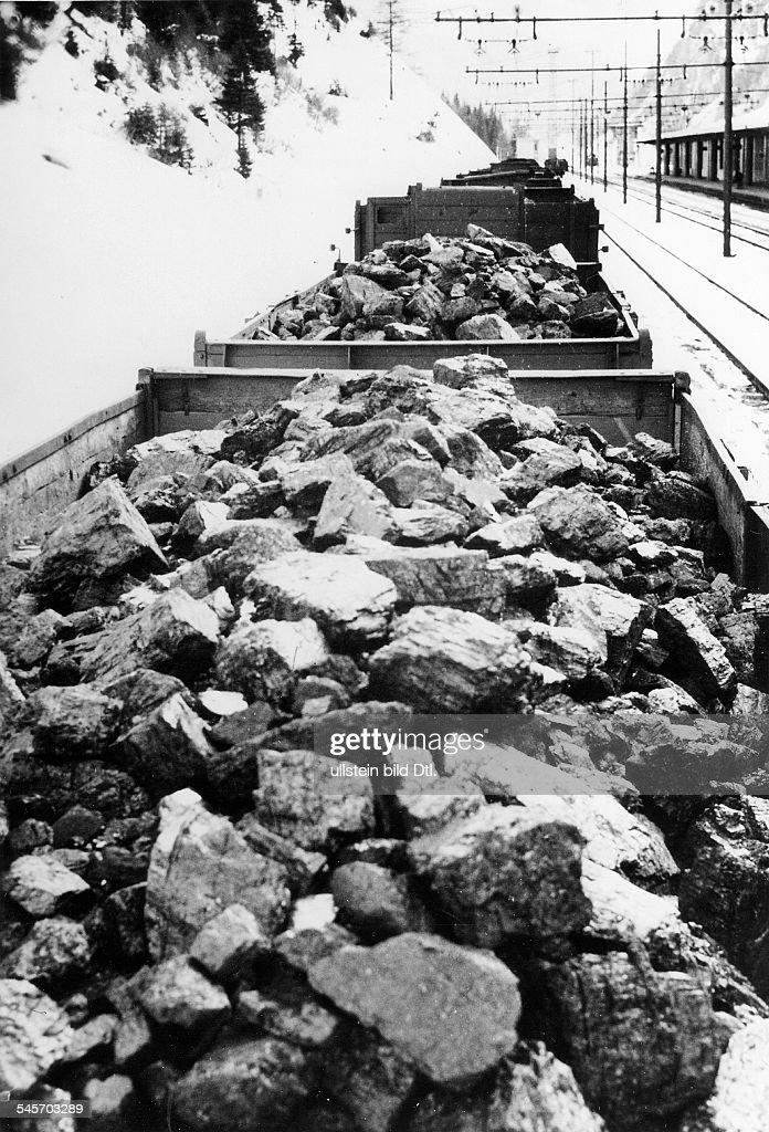 Tranport deutscher Kohle auf dem Landwegnach Italien (bedingt durch die britischeSeeblockade): 'Deutsche Kohle rollt überden Brenner' (Originaltext)- veröffentlicht